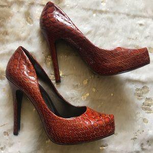 Jessica Simpson crocodile red/orange pumps size 9